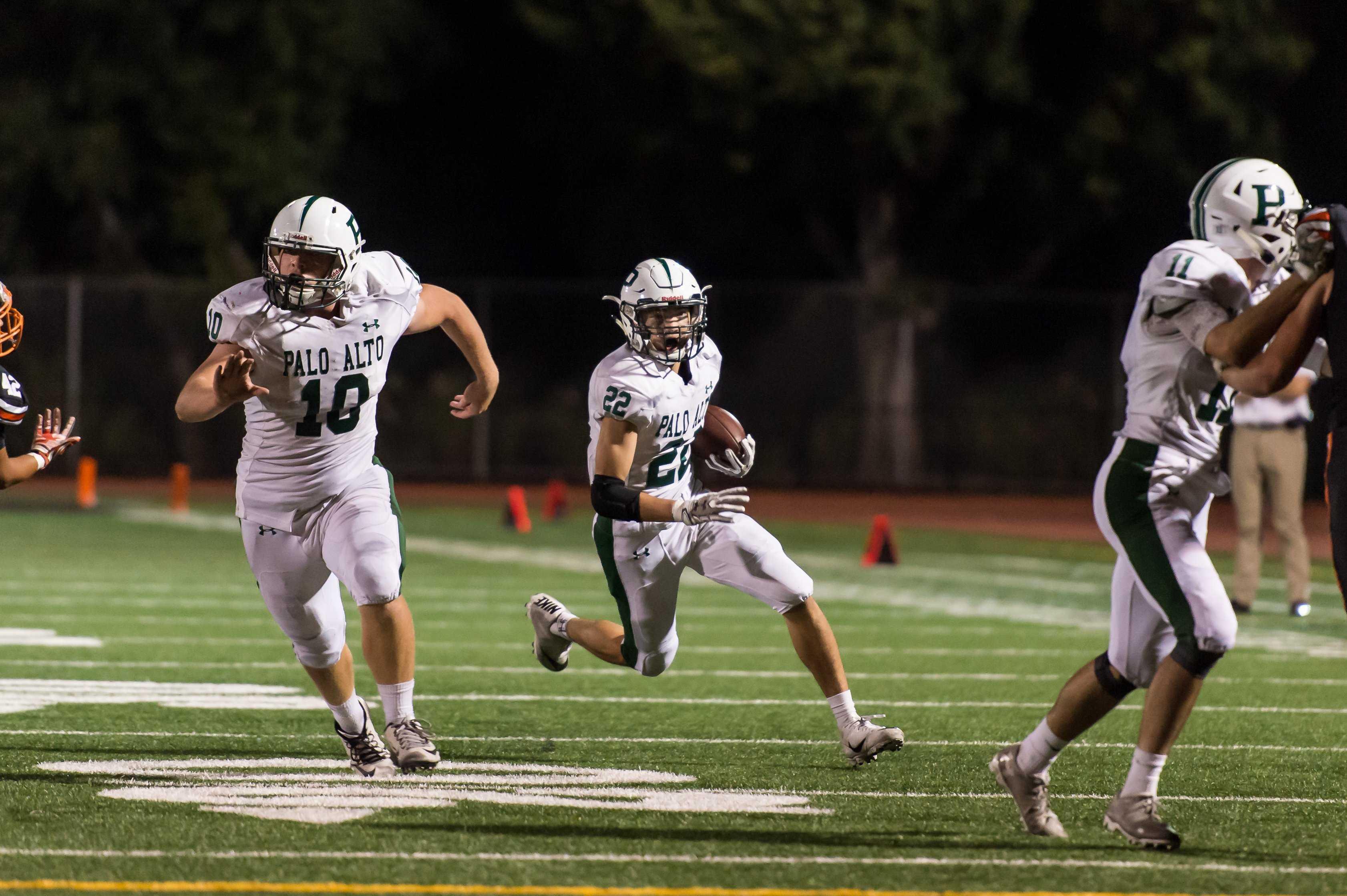 Varsity Football Falls To Powerhouse Rival Los Gatos The Campanile